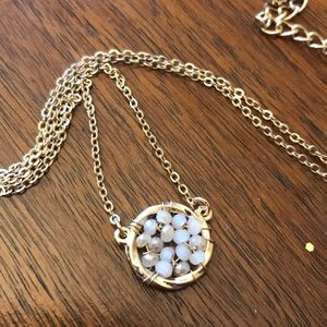 Jewelry - Beaded gold pendent necklace!  NWOT!